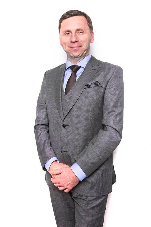 Dr hab. Piotr Majewski