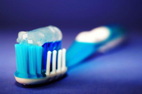 Prawidłowe nawyki higieny jamy ustnej podczas epidemii SARS-CoV-2