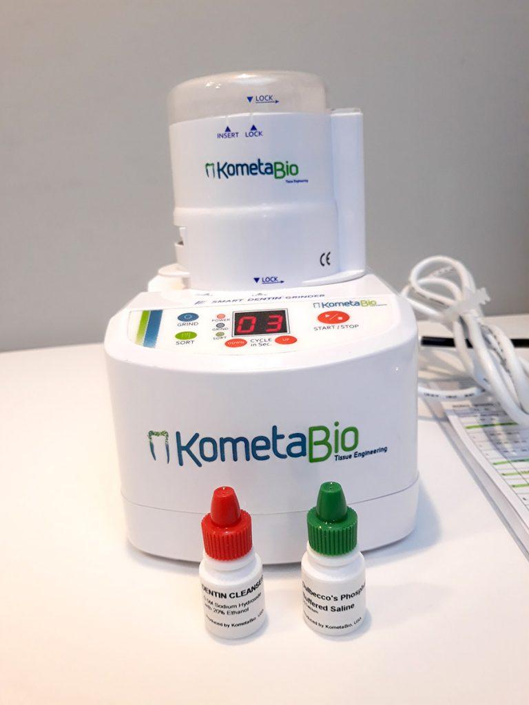Ryc. 2 Młynek The Smart DentinGrinder wraz z załączonymi przez producenta roztworami do dezynfekcji biomateriału