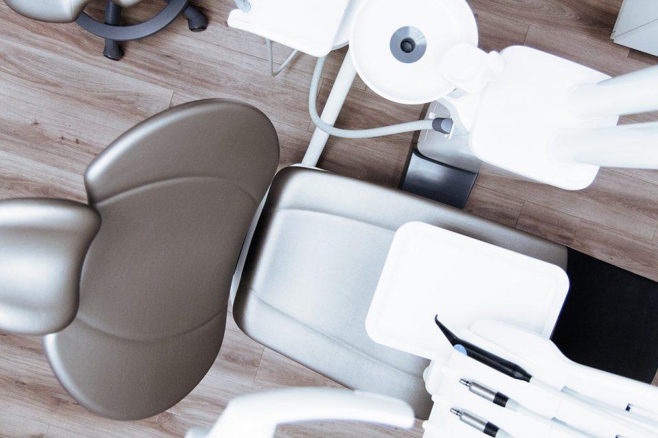Endodoncja - adhezja - odbudowa