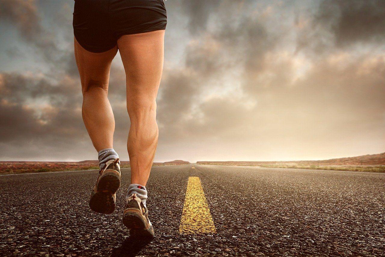 SARS-CoV-2: chodzenie, bieganie, jazda na rowerze